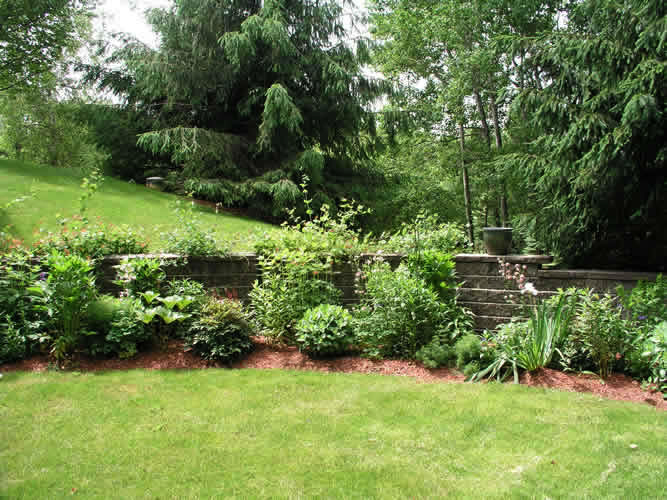 2.2_Perennial-rock-wall-garden