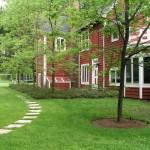 2.3_Entryways-lawn-walk