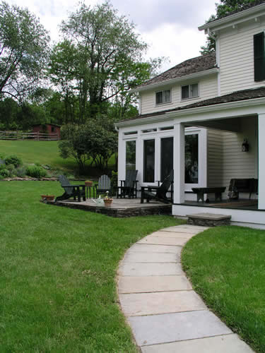 2.3_Entryways-patio-walk